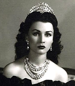 Princess Fawzia Wearing her Diamond and Platinum Parure
