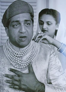 The Maharaja of Baroda Wearing The Seven-Strand Pearl Necklace