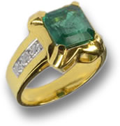 Emerald in Yellow Gold Ring