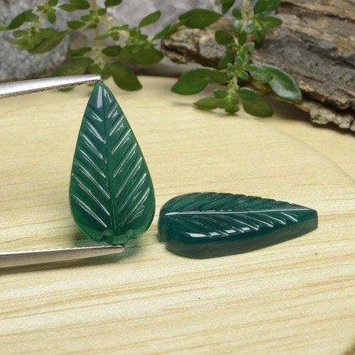 Green Agate Gem - 4.1ct Carved Leaf (ID: 470939)