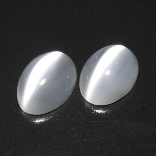 Translucent White Cat's Eye Moonstone Gem - 0.8ct Oval Cabochon (ID: 542505)