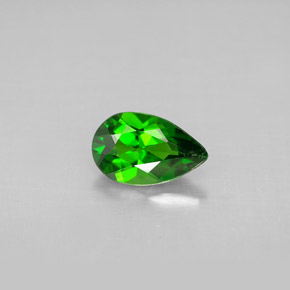 Buy 0.82 ct Green Chrome Diopside 8.10 mm x 5 mm from GemSelect (Product ID: 294312)