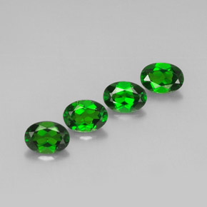 Buy 3.48 ct Green Chrome Diopside 7.09 mm x 5.1 mm from GemSelect (Product ID: 300343)