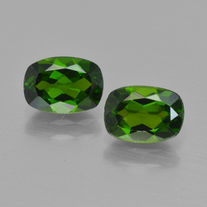 Buy 1.88 ct Green Chrome Diopside 7.16 mm x 5.1 mm from GemSelect (Product ID: 417455)