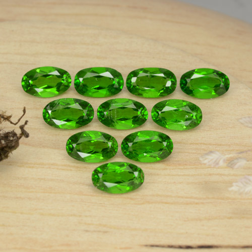0.25 ct Oval facettiert Intense Green Chromdiopsid Edelstein 4.92 mm x 3 mm (Product ID: 469150)