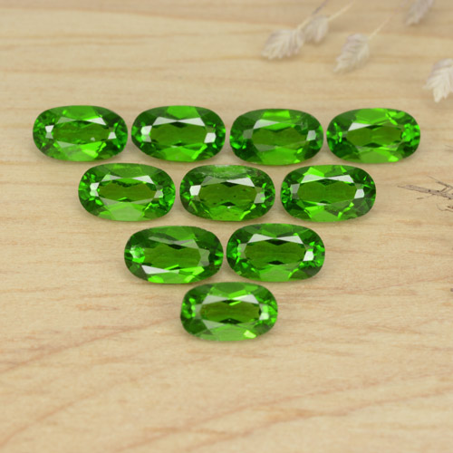 0.3ct Oval Facet Green Chrome Diopside Gem (ID: 469152)