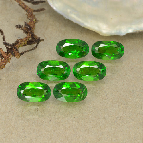 Green Chrome Diopside Gem - 0.3ct Oval Facet (ID: 493733)