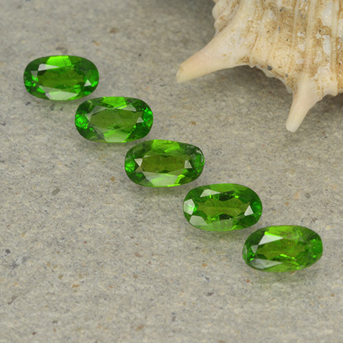 Green Chrome Diopside Gem - 0.2ct Oval Facet (ID: 497949)