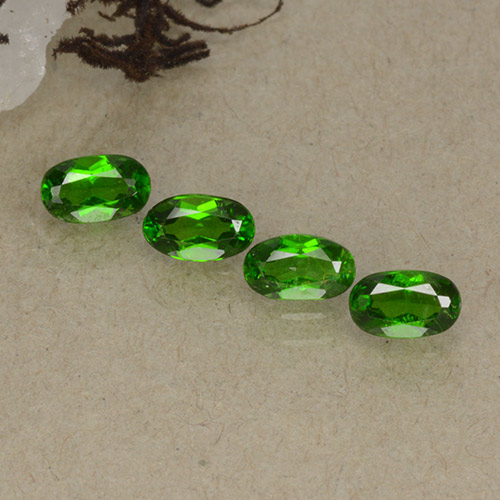 Intense Green Diopside Chrome gemme - 0.3ct Ovale facette (ID: 498191)