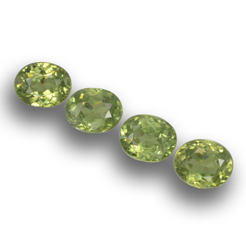 Medium Green Granate Demantoide Gema - 0.4ct Forma ovalada (ID: 458602)