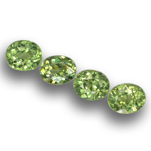 Medium Green Granate Demantoide Gema - 0.5ct Forma ovalada (ID: 458607)