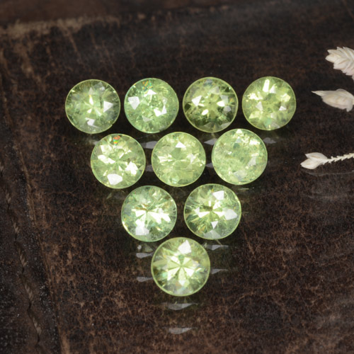 Golden Green Demantoid Garnet Gem - 0.2ct Diamond-Cut (ID: 468833)