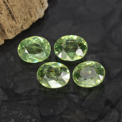 Green Demantoid Garnet Gem - 0.4ct Oval Facet (ID: 471653)