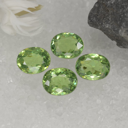 Green Demantoid Garnet Gem - 0.4ct Oval Facet (ID: 471661)