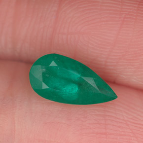 Buy 0.71 ct Green Emerald 8.95 mm x 4.5 mm from GemSelect (Product ID: 253731)