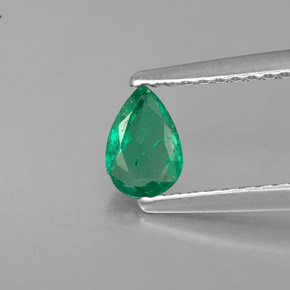 Buy 0.33 ct Green Emerald 5.85 mm x 4.1 mm from GemSelect (Product ID: 285042)