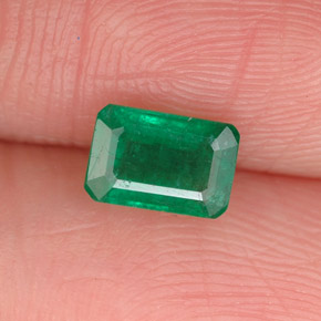 Buy 0.68 ct Green Emerald 6.01 mm x 4.1 mm from GemSelect (Product ID: 291392)