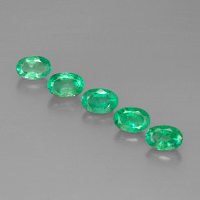 Buy 2.73 ct Green Emerald 6.00 mm x 4.1 mm from GemSelect (Product ID: 298281)
