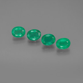Buy 1.70 ct Green Emerald 5.21 mm x 4.2 mm from GemSelect (Product ID: 303173)
