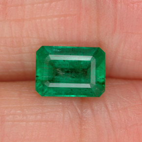Buy 1.00 ct Green Emerald 6.97 mm x 5 mm from GemSelect (Product ID: 323617)
