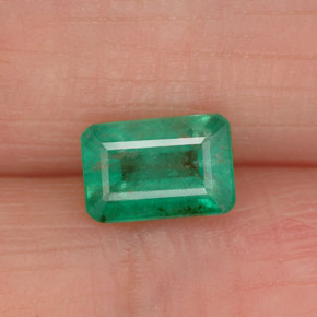 0.90 ct Octagon Facet Green Emerald Gemstone 7.00 mm x 4.7 mm (Product ID: 337905)