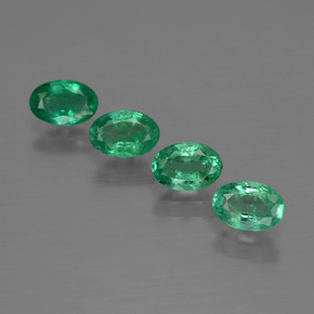 0.5ct Oval Facet Medium Green Emerald Gem (ID: 412070)