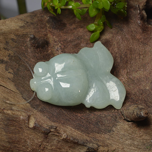 Green Jadeite Gem - 22.8ct Carved Fish with Hole (ID: 494852)