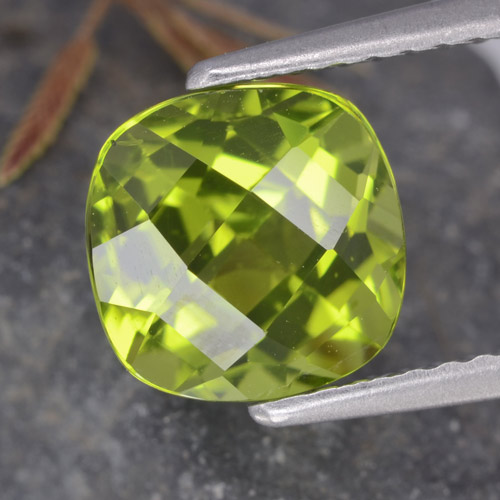 Lively Green Peridot Gem - 2.5ct Cushion Checkerboard (ID: 322834)
