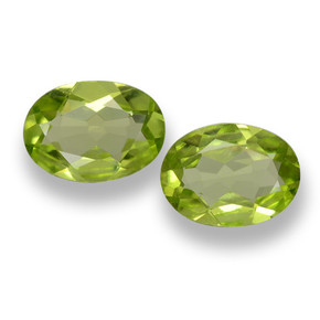 Buy 1.35 ct Lively Green Peridot 7.19 mm x 5.1 mm from GemSelect (Product ID: 461704)
