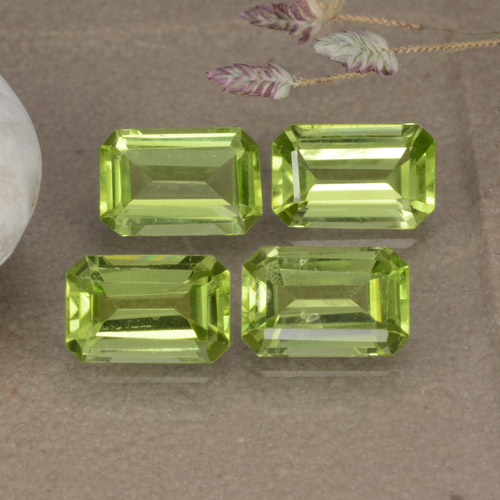 Lively Green Peridot Gem - 0.5ct Octagon Step Cut (ID: 475124)