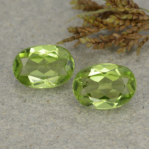 Lively Green Peridot Gem - 1.2ct Oval Facet (ID: 484229)