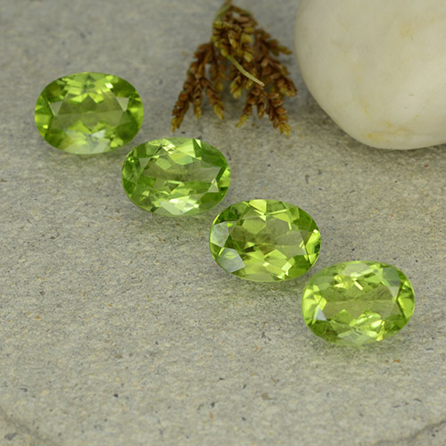 Lively Green Peridot Gem - 1.4ct Oval Facet (ID: 484263)