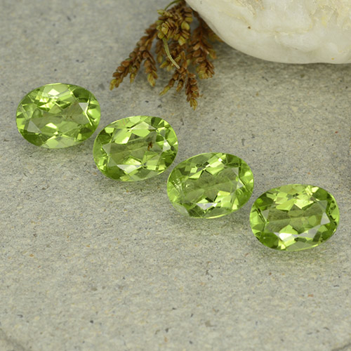 Lively Green Peridot Gem - 1.4ct Oval Facet (ID: 484267)
