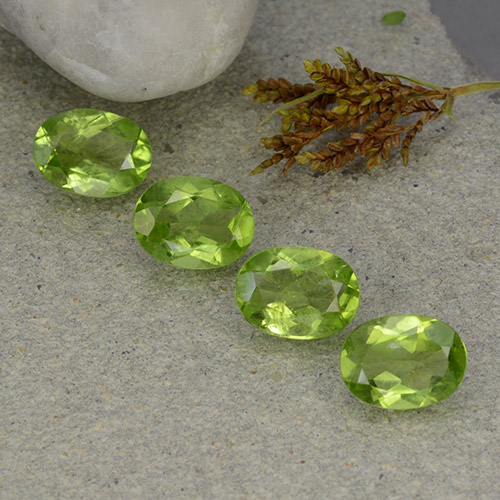 Lively Green Peridot Gem - 1.2ct Oval Facet (ID: 484286)