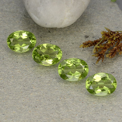 Lively Green Peridot Gem - 1.3ct Oval Facet (ID: 484287)