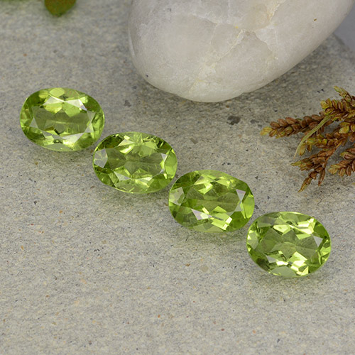 Lively Green Peridot Gem - 1.3ct Oval Facet (ID: 484291)