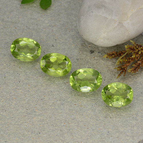 Lively Green Peridot Gem - 1.4ct Oval Facet (ID: 484292)