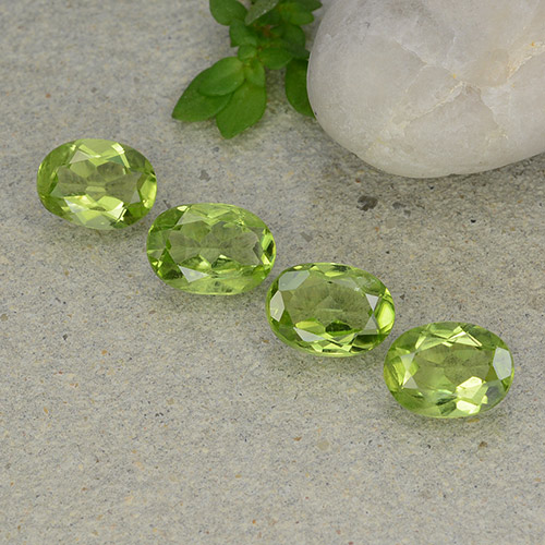 Lively Green Peridot Gem - 1.1ct Oval Facet (ID: 484294)