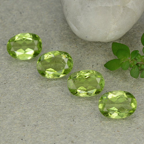 Lively Green Peridot Gem - 1.2ct Oval Facet (ID: 484334)
