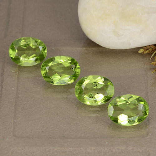 Lively Green Peridot Gem - 1.3ct Oval Facet (ID: 484394)