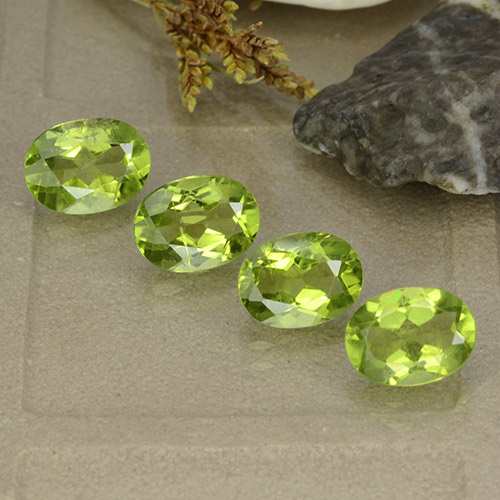 Lively Green Peridot Gem - 1.4ct Oval Facet (ID: 484401)