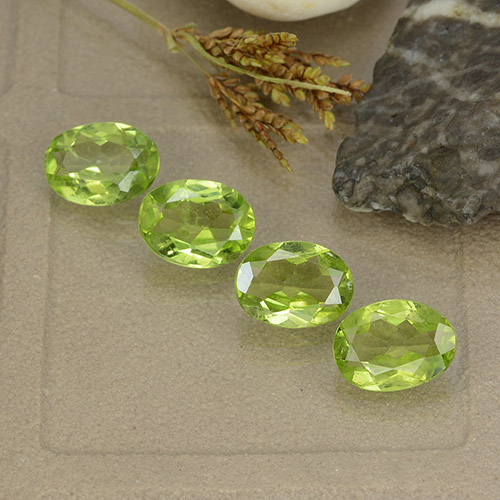 Lively Green Peridot Gem - 1.1ct Oval Facet (ID: 484402)