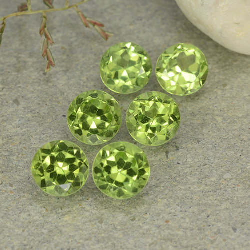 Lively Green Peridot Gem - 0.5ct Round Facet (ID: 489140)