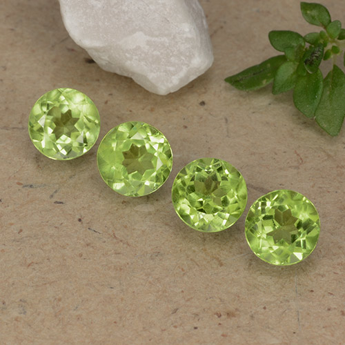 Lively Green Peridot Gem - 0.6ct Round Facet (ID: 489434)