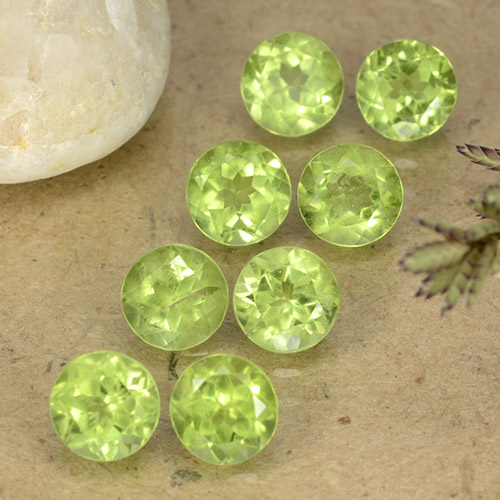 Medium Green Peridoto Gema - 0.5ct Faceta Redonda (ID: 489490)