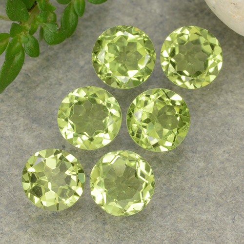 Lively Green Peridot Gem - 0.4ct Round Facet (ID: 489702)
