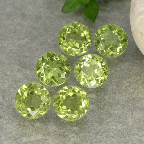 Lively Green Peridot Gem - 0.4ct Round Facet (ID: 489704)