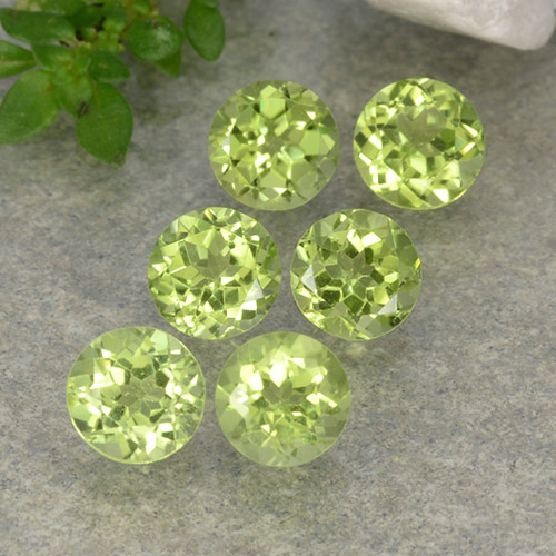 Lively Green Peridot Gem - 0.4ct Round Facet (ID: 489707)