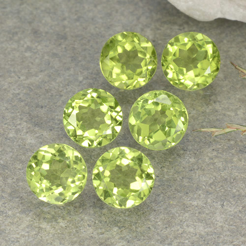 Lively Green Peridot Gem - 0.4ct Round Facet (ID: 489708)