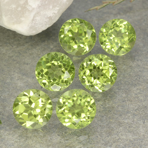 Lively Green Peridot Gem - 0.5ct Round Facet (ID: 489711)